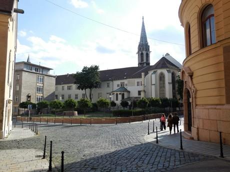 Františkánska kláštorná záhrada a kostol