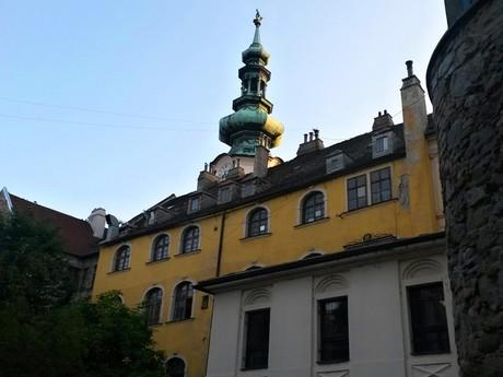 letná čitáreň U červeného raka, barkový dom, Michalská brána (veža)