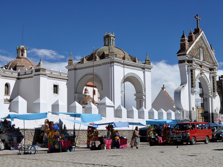 katedrála v Copacabaně (Catedral de la Virgin de Candelaria)