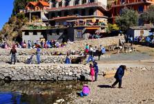 vesnice Yumani a kamenná mola
