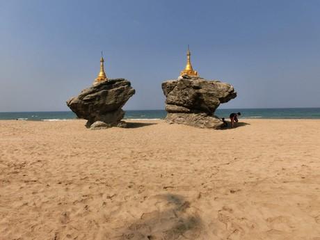 malé pagody, které uvidíte při procházce po pláži