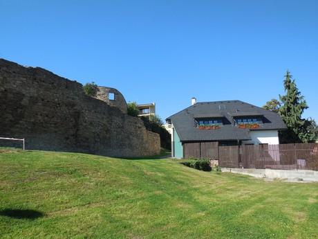 городские крепостные стены