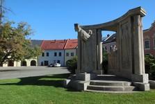Верхняя площадь (ренессансные дома и памятник)