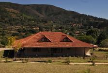 jedna z mnohých nových stavieb pri dedine