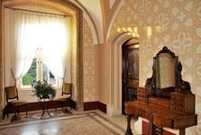 V zámeckých interiérech