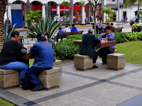 centrum Santa Cruz a šachová partie
