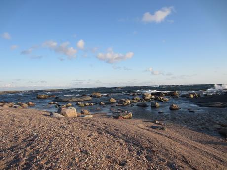 pobřeží na ostrově Vekara