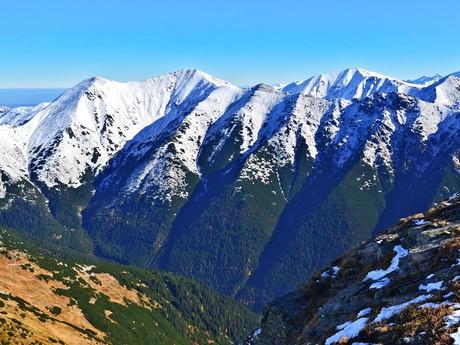 pohled do Jamnické doliny a hřeben Otrhanců