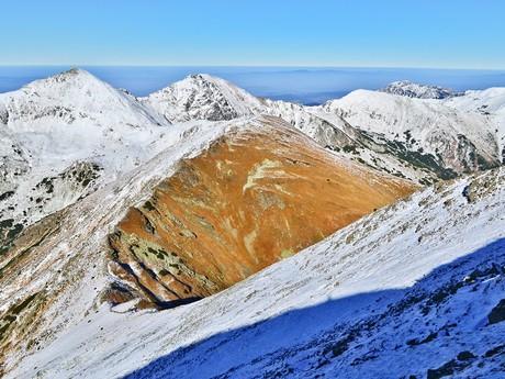 vrch Smrek, v pozadí hřeben Roháčů