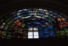 vitráž v bazilice