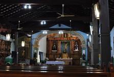 interiér kostola v Piribebuy