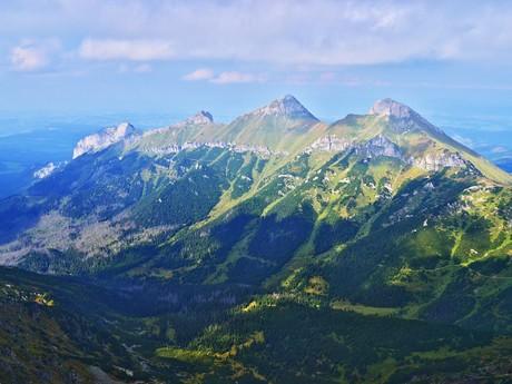 Belianske Tatry s vrchmi Havran a Ždiarska vidla.