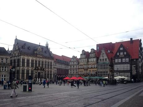 pohled na náměstí od katedrály