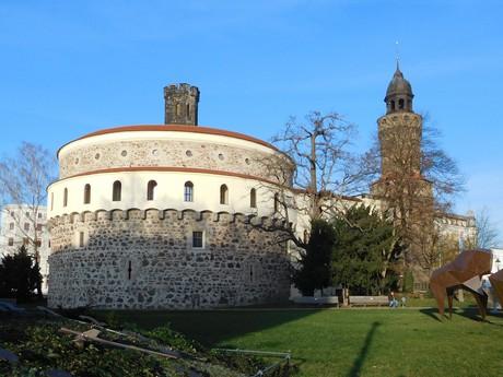 Kulturně historické muzeum na Demianiplatz, pohled z parku, Görlitz