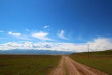 горы Тянь-Шань на горизонте