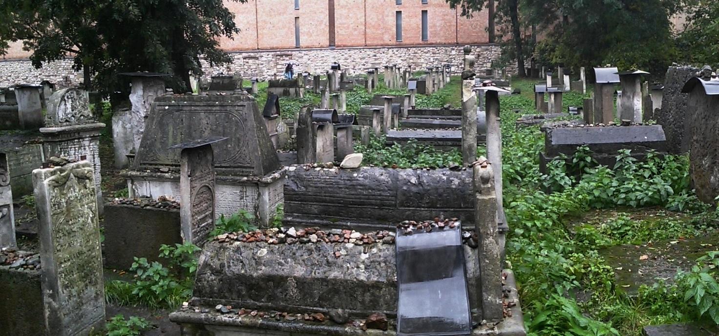 tumby starého hřbitova