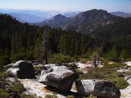 прекрасные горы массива Сьерра-Невада