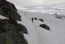 od podzimu do jara je stezka pokrytá sněhem