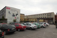 továrna ohýbaného nábytku