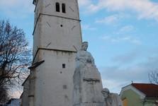 strážní věž a socha Františky Andrássy