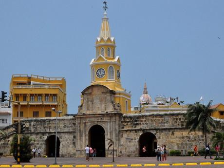 vstupní brána Puerta del Reloj