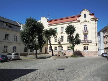 Olomouc - námestíčko s barokovou sochou sv. Floriána