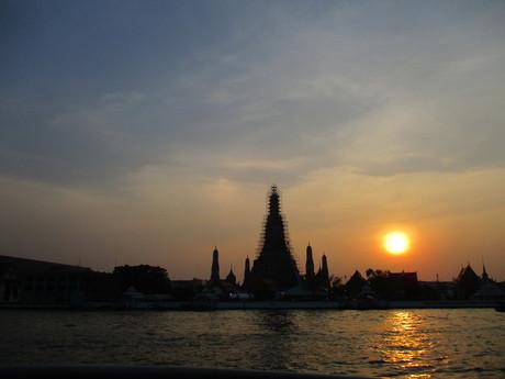 chrámu Wat Arun pri západe slnka