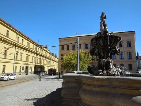 площадь Республики (фонтан Тритонов)