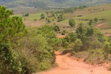 červená úrodná pôda slúži ako cesta