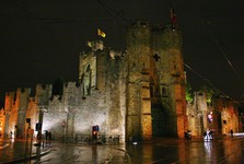 hrad v noci