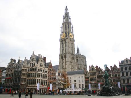 Antverpy - náměstí s katedrálou