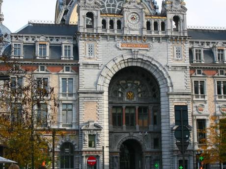 Antverpy - vlakové nádraží zvenku