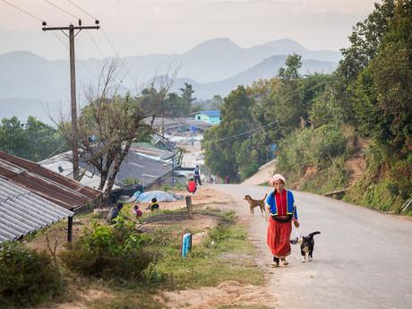 všední den v Mu Ban Khum