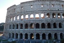 Koloseum – příchod od parku Parco Oppio