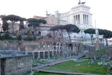 вид через Forum Romanum