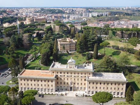 вид из купола базилики, Ватиканские сады