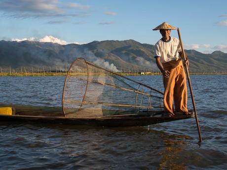 rybář, který se nechává fotit pro peníze