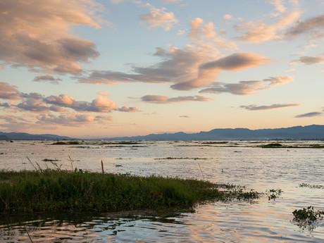 pohled na jezero je nádherný