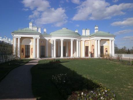v zahradách Kateřinského paláce