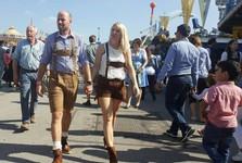 Mníchov - areál Oktoberfestu (tematický odev)