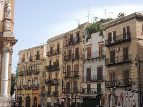 obytné domy typické pre centrum mesta