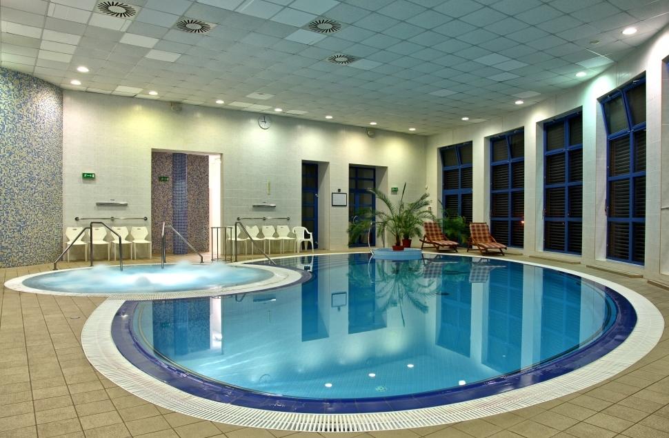 курортный бассейн в Годонине