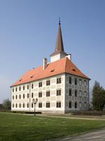 Chropyňský zámek od rybníka