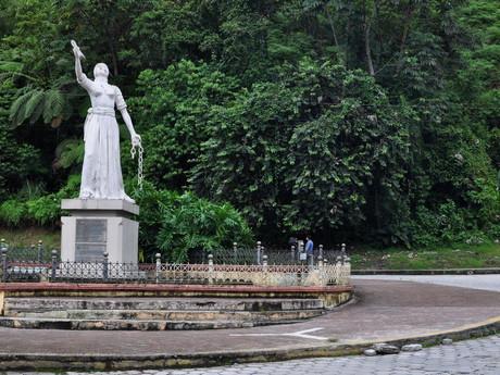 Monumento a Naya o la Chapetona