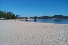 Máchovo jezero - pláž po ránu
