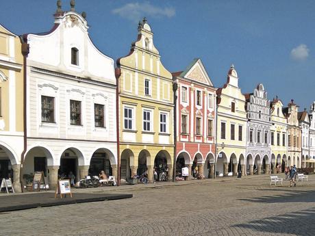 domy na náměstí Zachariáše z Hradce