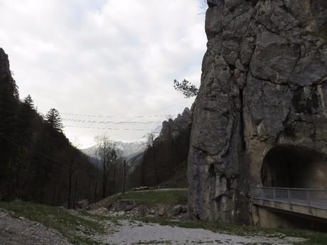 tunel ve skalní věži