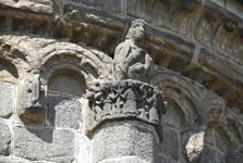 каменная деталь убранства храма