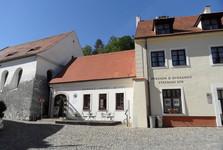 Задняя синагога и еврейская школа