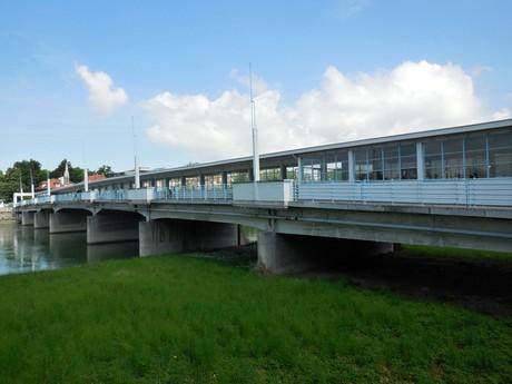 Колоннадный мост
